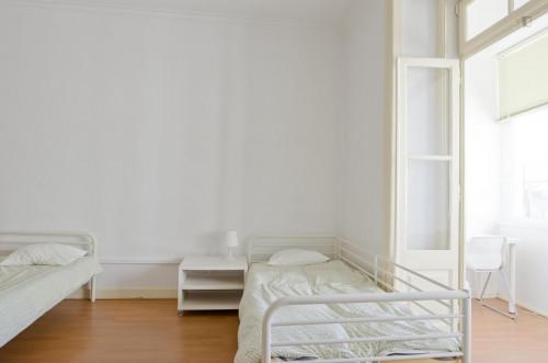 Twin bedroom in 6-bedroom flat close to metro station near Saldanha  - Gallery -  1