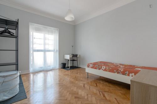 Wonderful and comfy single bedroom in Avenida de Roma  - Gallery -  1