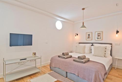 Studio apartment 5 minutes walking from Martim Moniz metro station  - Gallery -  1