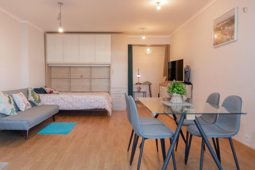 Sunny and spacious 1-bedroom apartment with a balcony in the heart of Porto  - Gallery -  3