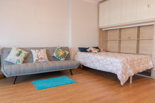 Sunny and spacious 1-bedroom apartment with a balcony in the heart of Porto  - Gallery -  1