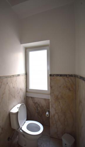 Welcoming ensuite bedroom in Alameda own bathroom - Own big bathroom Top View  - Gallery -  5