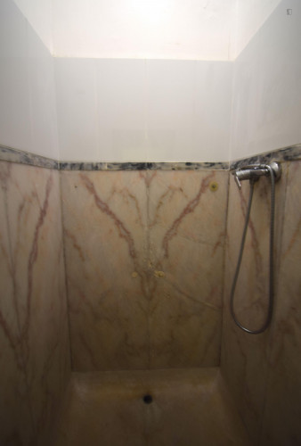 Welcoming ensuite bedroom in Alameda own bathroom - Own big bathroom Top View  - Gallery -  6