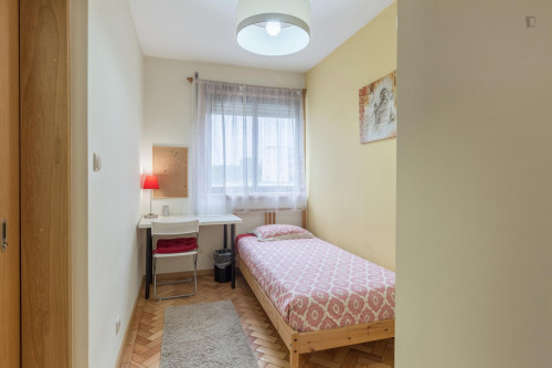 Welcoming single ensuite bedroom close to Universidade do Porto  - Gallery -  1