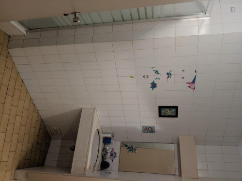 Twin bedroom, in a house near Trindade metro station  - Gallery -  3