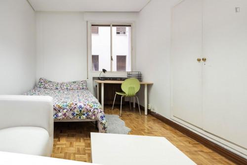 Very nice double bedroom in a 6-bedroom flat, near Cuzco metro  - Gallery -  3