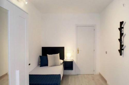 Welcoming single bedroom in residential San Diego  - Gallery -  3