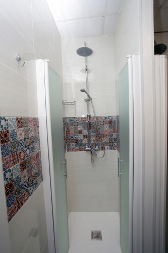 Very neat single bedroom in a 14-bedroom flat, in a residence in lively Sol  - Gallery -  2