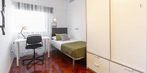 Stylish single  bedroom close to Avenida de la Paz Metro  - Gallery -  2