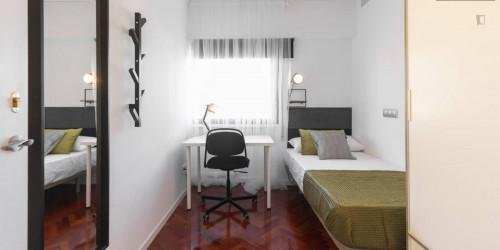 Stylish single  bedroom close to Avenida de la Paz Metro  - Gallery -  3