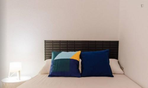 Very neat double bedroom near the Colón metro  - Gallery -  3