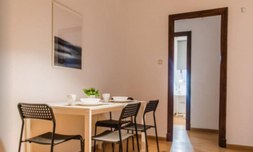 Very neat double bedroom near the Colón metro  - Gallery -  8