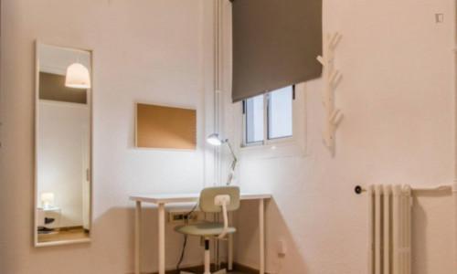 Very neat double bedroom near the Colón metro  - Gallery -  4