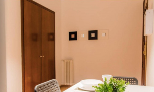 Very neat double bedroom near the Colón metro  - Gallery -  7