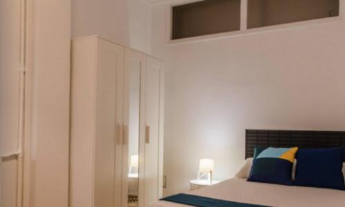 Very neat double bedroom near the Colón metro  - Gallery -  1