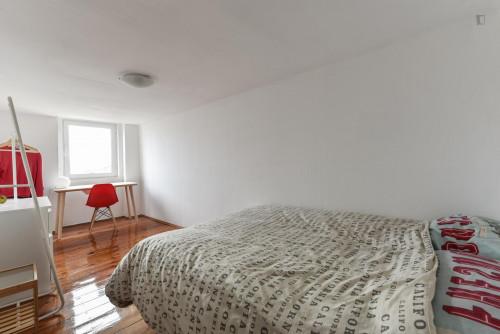 Tasteful double bedroom in Bica  - Gallery -  1