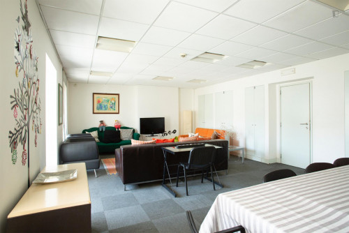 Welcoming double bedroom close to Saldanha metro station  - Gallery -  5