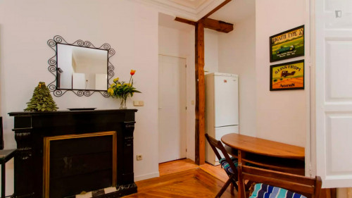 Well-decorated 1-bedroom apartment in a historic block of Trafalgar  - Gallery -  6