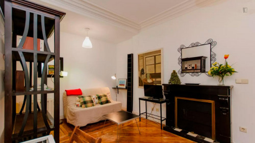 Well-decorated 1-bedroom apartment in a historic block of Trafalgar  - Gallery -  5