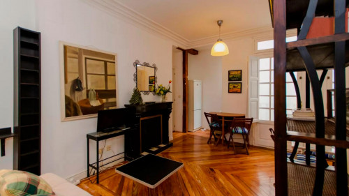 Well-decorated 1-bedroom apartment in a historic block of Trafalgar  - Gallery -  4