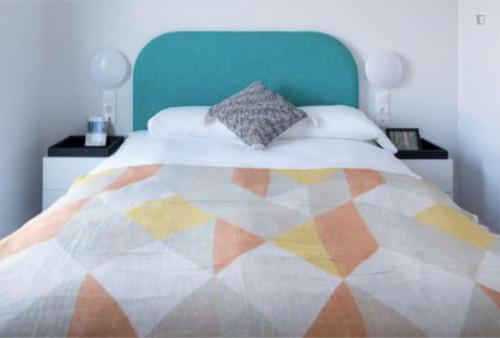 Sunny studio in a nice residence near Palau Reial metro stop  - Gallery -  1