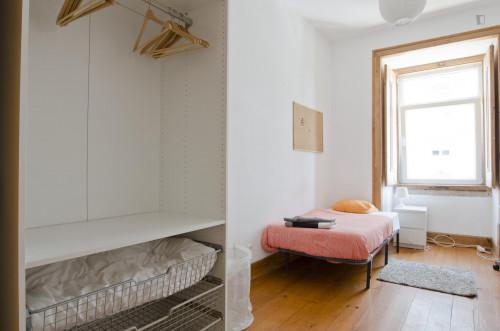 Very cool single bedroom in Santa Apolónia  - Gallery -  1