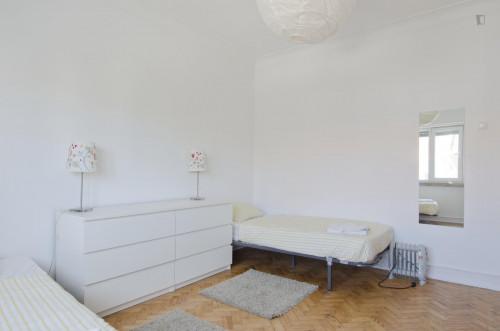 Very nice twin bedroom in Alvalade  - Gallery -  3
