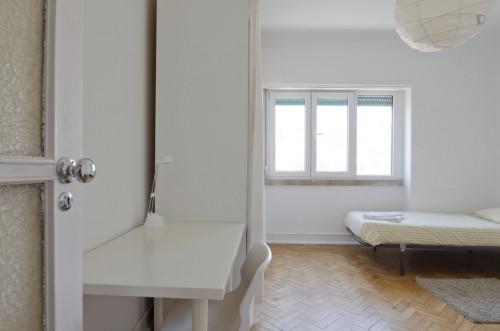 Very nice twin bedroom in Alvalade  - Gallery -  2