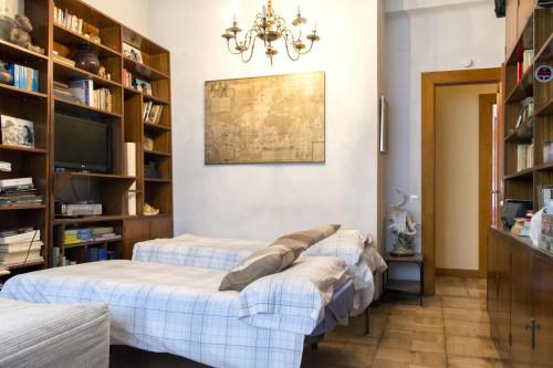 Twin bedroom in a 3-bedroom flat in Ríos Rosas  - Gallery -  3