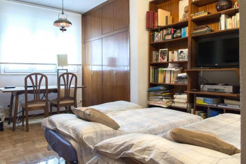 Twin bedroom in a 3-bedroom flat in Ríos Rosas  - Gallery -  2