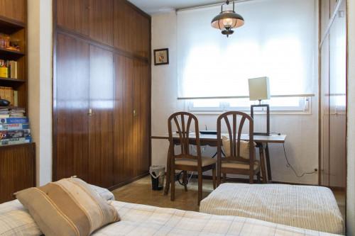 Twin bedroom in a 3-bedroom flat in Ríos Rosas  - Gallery -  1