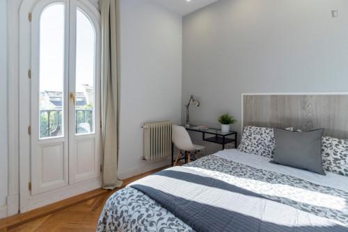Tasteful double bedroom with a balcony, near the Ateneo de Madrid  - Gallery -  2