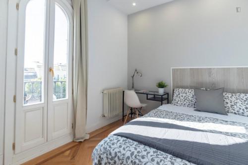 Tasteful double bedroom with a balcony, near the Ateneo de Madrid  - Gallery -  1