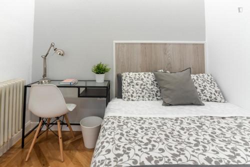 Tasteful double bedroom with a balcony, near the Ateneo de Madrid  - Gallery -  3