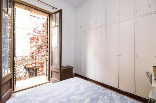 Tasteful double bedroom near the Fontana metro  - Gallery -  3