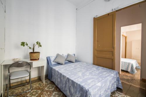 Tasteful double bedroom near the Fontana metro  - Gallery -  1