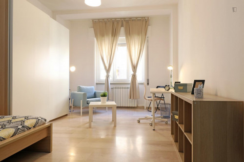 Welcoming double bedroom in a student flat, in Trastevere  - Gallery -  1