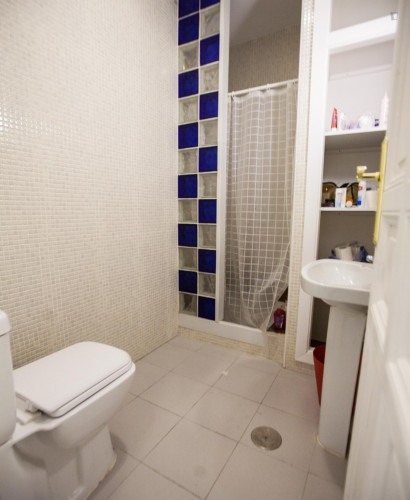 very cool single bedroom in a large student flat, in the Sol area  - Gallery -  9