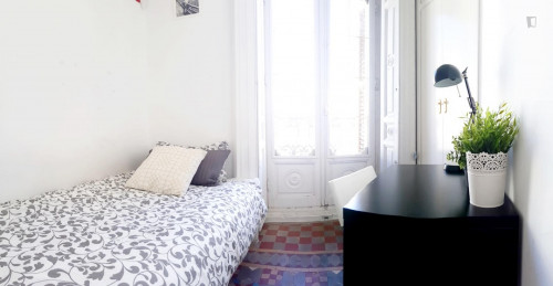 very cool single bedroom in a large student flat, in the Sol area  - Gallery -  1