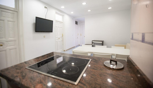 very cool single bedroom in a large student flat, in the Sol area  - Gallery -  8