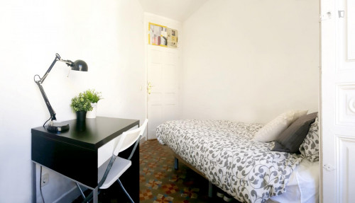 very cool single bedroom in a large student flat, in the Sol area  - Gallery -  3