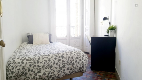 very cool single bedroom in a large student flat, in the Sol area  - Gallery -  6