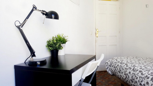 very cool single bedroom in a large student flat, in the Sol area  - Gallery -  4