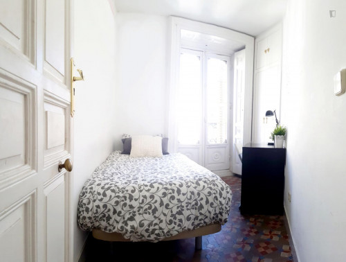 very cool single bedroom in a large student flat, in the Sol area  - Gallery -  5