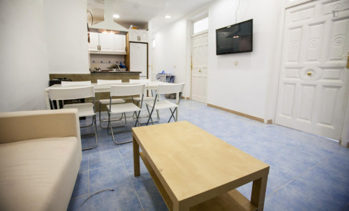 very cool single bedroom in a large student flat, in the Sol area  - Gallery -  7