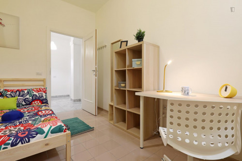 Stylish double bedroom in a 5-bedroom apartment near Jonio metro station  - Gallery -  3