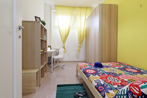 Stylish double bedroom in a 5-bedroom apartment near Jonio metro station  - Gallery -  1