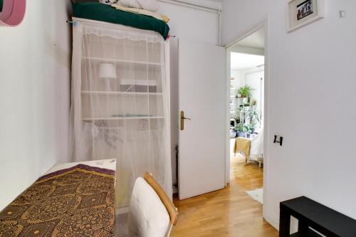 Suitable single bedroom close to Escola Superior de Música de Catalunya  - Gallery -  3