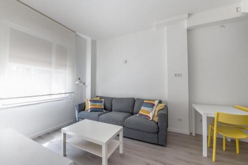 Very neat single ensuite bedroom in residential Berruguete  - Gallery -  5
