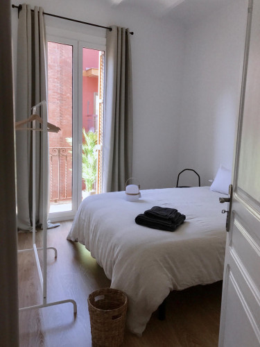 Very nice and spacious Double bedroom with private balcony in Collblanc  - Gallery -  1
